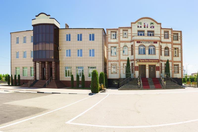 Να στηριχτεί μιας ιδιωτικής προτεραιότητας γυμνασίων εκπαιδευτικών ιδρυμάτων στην οδό Partizanskaya Κενό σχολικό ναυπηγείο κατά τ στοκ φωτογραφία