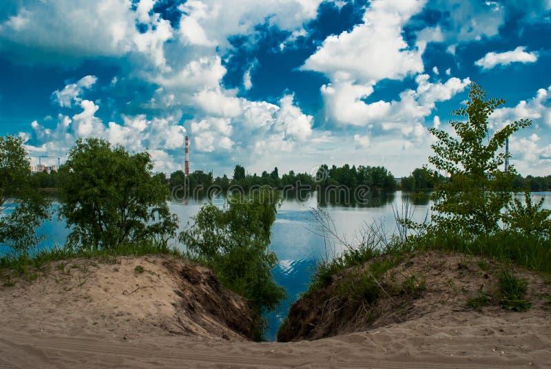 Να στηριχτεί στη λίμνη στοκ φωτογραφία με δικαίωμα ελεύθερης χρήσης