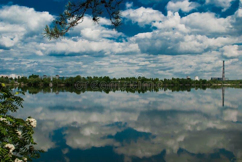 Να στηριχτεί στη λίμνη στοκ εικόνα με δικαίωμα ελεύθερης χρήσης