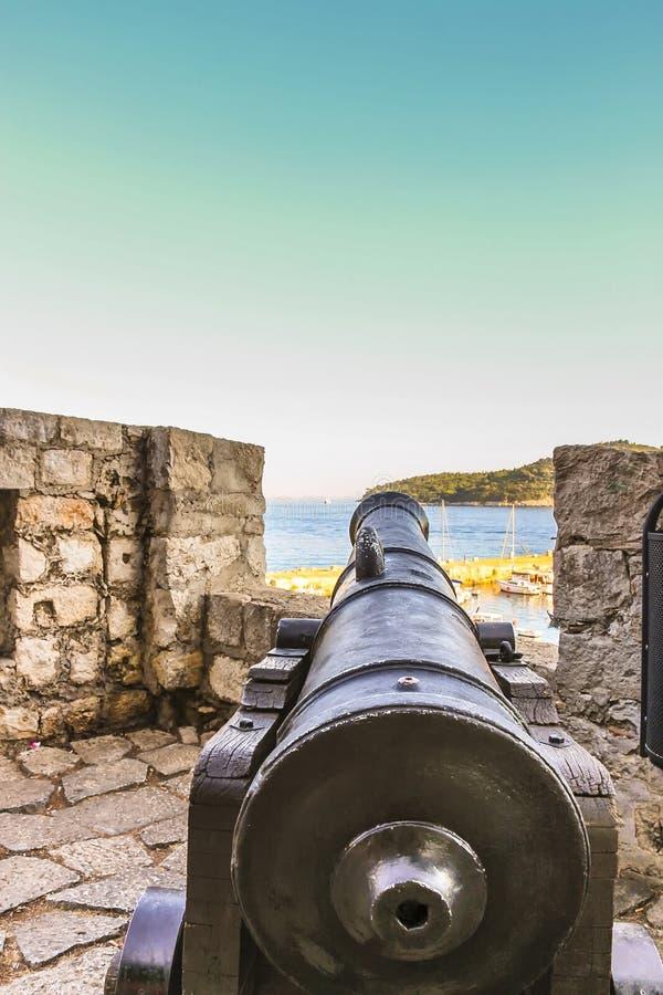 Να στοχεύσει την άποψη ενός κανόνα στο φρούριο Dubrovnik στοκ εικόνα