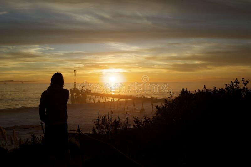 Download να φανεί έξω ηλιοβασίλεμα στοκ εικόνα. εικόνα από αποβάθρα - 22777661