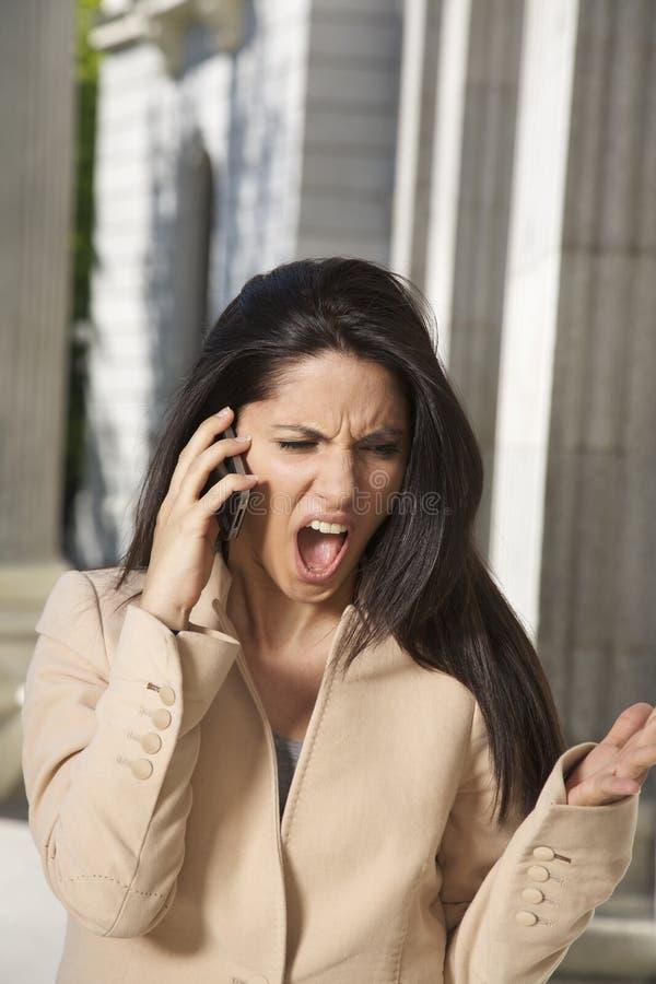 Να φωνάξει επιχειρηματιών τηλέφωνο στοκ εικόνα