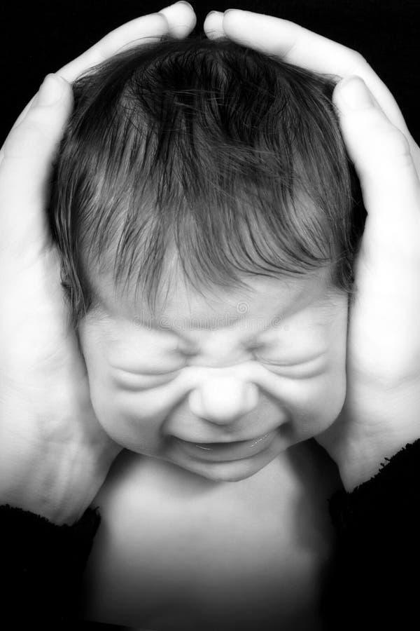 να φωνάξει νεογέννητο στοκ φωτογραφία