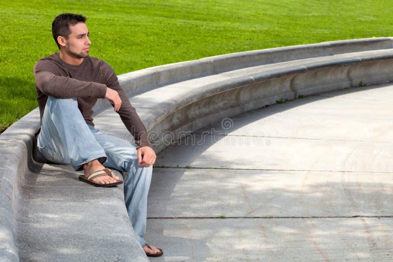 Νεαρός άνδρας έξω στοκ φωτογραφία με δικαίωμα ελεύθερης χρήσης
