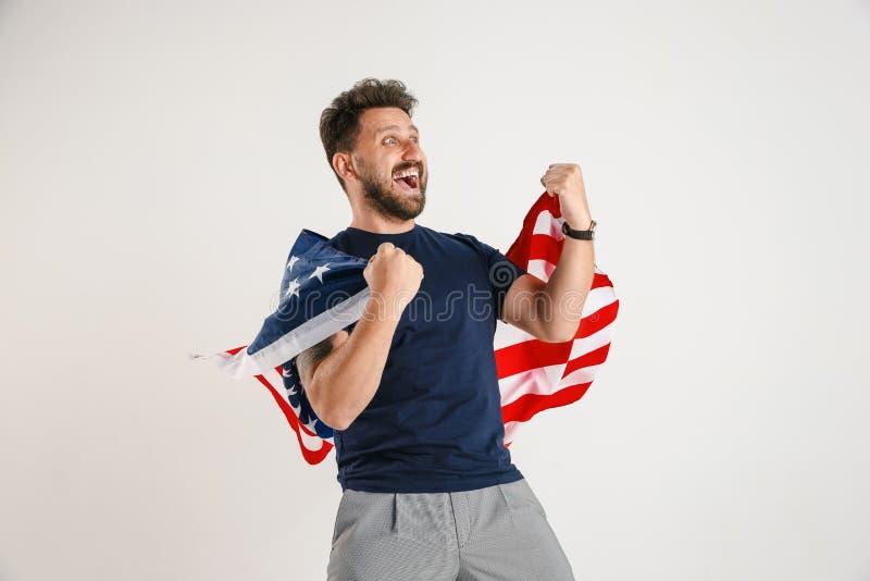 Νεαρός άνδρας με τη σημαία των Ηνωμένων Πολιτειών της Αμερικής στοκ φωτογραφίες με δικαίωμα ελεύθερης χρήσης