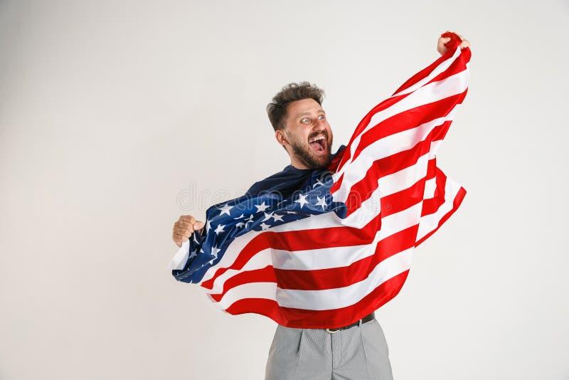 Νεαρός άνδρας με τη σημαία των Ηνωμένων Πολιτειών της Αμερικής στοκ εικόνες