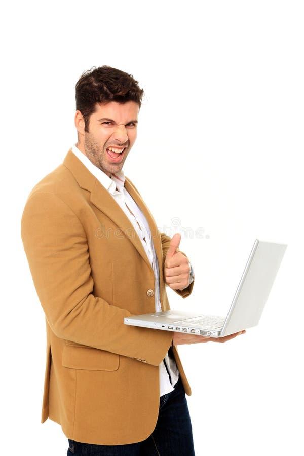 Νεαρός άνδρας που κρατά ένα lap-top στοκ φωτογραφία
