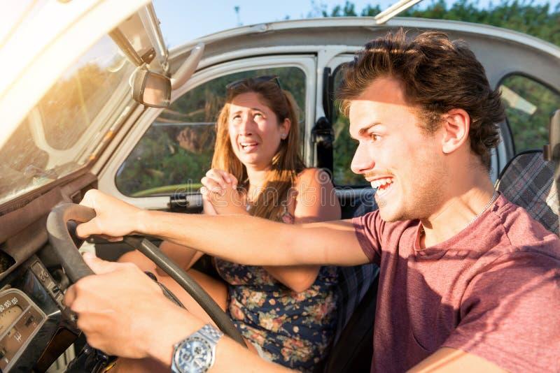 Νεαρός άνδρας που οδηγεί γρήγορα στοκ φωτογραφίες με δικαίωμα ελεύθερης χρήσης