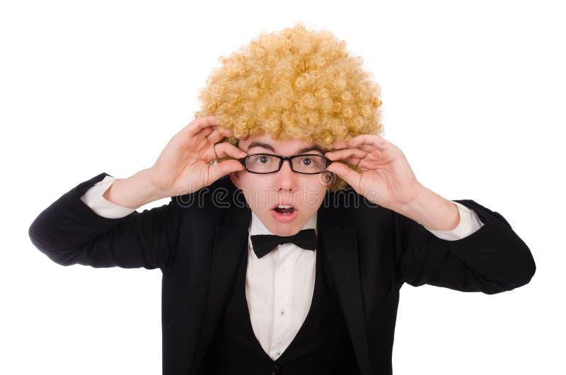 Νεαρός άνδρας που φορά την περούκα afro στοκ εικόνες