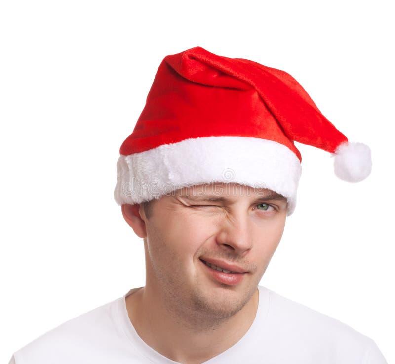 Νεαρός άνδρας στο κλείσιμο του ματιού καπέλων santa στοκ εικόνα με δικαίωμα ελεύθερης χρήσης
