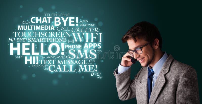 Νεαρός άνδρας που κάνει το τηλεφώνημα με το σύννεφο λέξης απεικόνιση αποθεμάτων