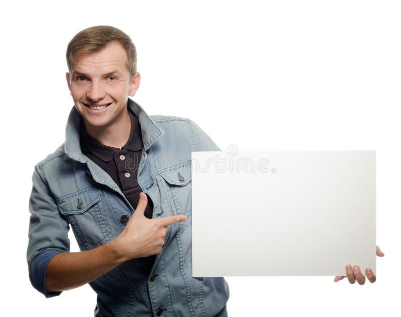 Νεαρός άνδρας που κρατά ένα whiteboard στοκ φωτογραφία
