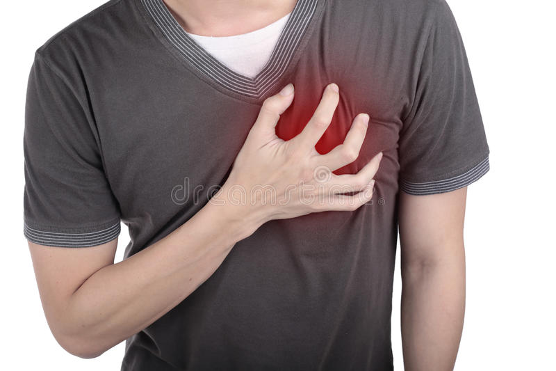 Νεαρός άνδρας που κρατά την καρδιά του σε αυτόν τον πόνο στοκ φωτογραφία με δικαίωμα ελεύθερης χρήσης
