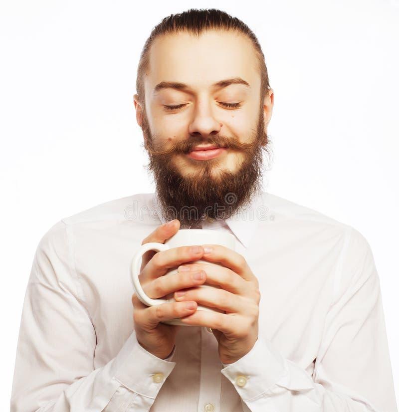 Νεαρός άνδρας που πίνει ένα φλιτζάνι του καφέ στοκ εικόνα με δικαίωμα ελεύθερης χρήσης