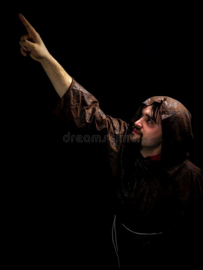 Νεαρός άνδρας στο παλτό καρναβαλιού στοκ φωτογραφίες