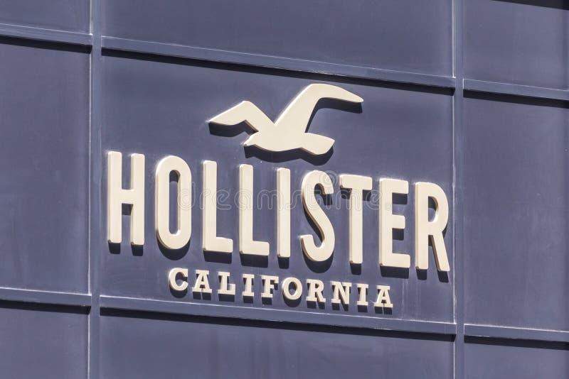 ΝΕΑ ΥΌΡΚΗ, ΗΠΑ - 15 ΜΑΐΟΥ 2019: Το λογότυπο του εμπορικού σήματος Hollister Καλιφόρνια ενδυμάτων στη Νέα Υόρκη στοκ φωτογραφία