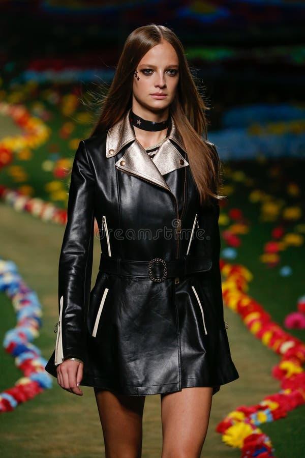 ΝΕΑ ΥΌΡΚΗ, ΝΈΑ ΥΌΡΚΗ - 8 ΣΕΠΤΕΜΒΡΊΟΥ: Ένα πρότυπο περπατά το διάδρομο στη επίδειξη μόδας των γυναικών του Tommy Hilfiger στοκ εικόνες με δικαίωμα ελεύθερης χρήσης