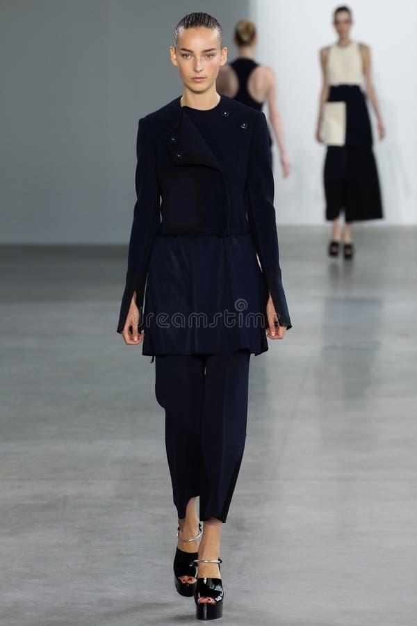ΝΕΑ ΥΌΡΚΗ, ΝΈΑ ΥΌΡΚΗ - 11 ΣΕΠΤΕΜΒΡΊΟΥ: Η πρότυπη Julia Bergshoeff περπατά το διάδρομο στη επίδειξη μόδας συλλογής του Calvin Klei στοκ εικόνες με δικαίωμα ελεύθερης χρήσης