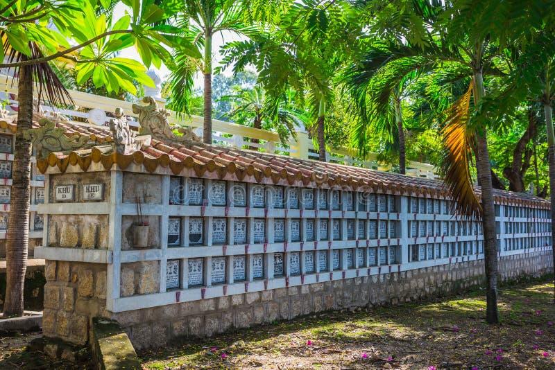 Νεκροταφείο για τους λαούς, οι οποίοι πέθαναν κατά τη διάρκεια του πολέμου μεταξύ του Βιετνάμ και του U στοκ φωτογραφία με δικαίωμα ελεύθερης χρήσης