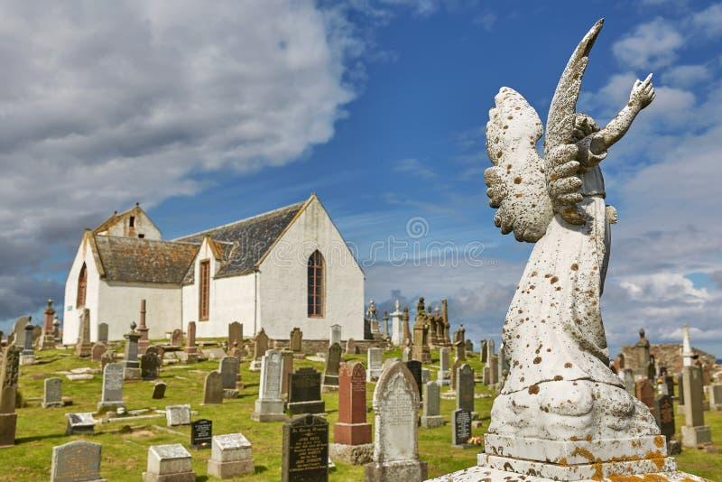 Νεκροταφείο στην εκκλησία Canisbay, η πιό βορεινή εκκλησία κοινοτήτων στη σκωτσέζικη ηπειρωτική χώρα, κοντά κόκκοι του John στο Ο στοκ φωτογραφία με δικαίωμα ελεύθερης χρήσης