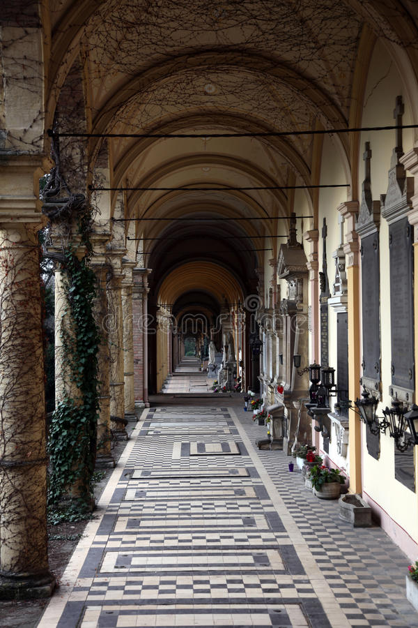 Νεκροταφείο Mirogoj arcades στο Ζάγκρεμπ στοκ εικόνες