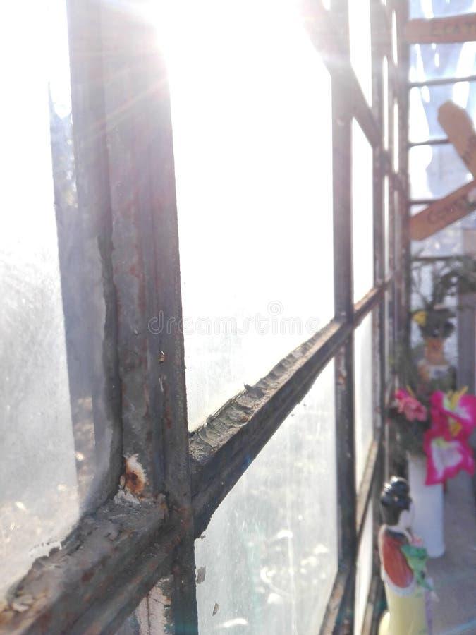 Νεκροταφείο sunrays στοκ εικόνα με δικαίωμα ελεύθερης χρήσης