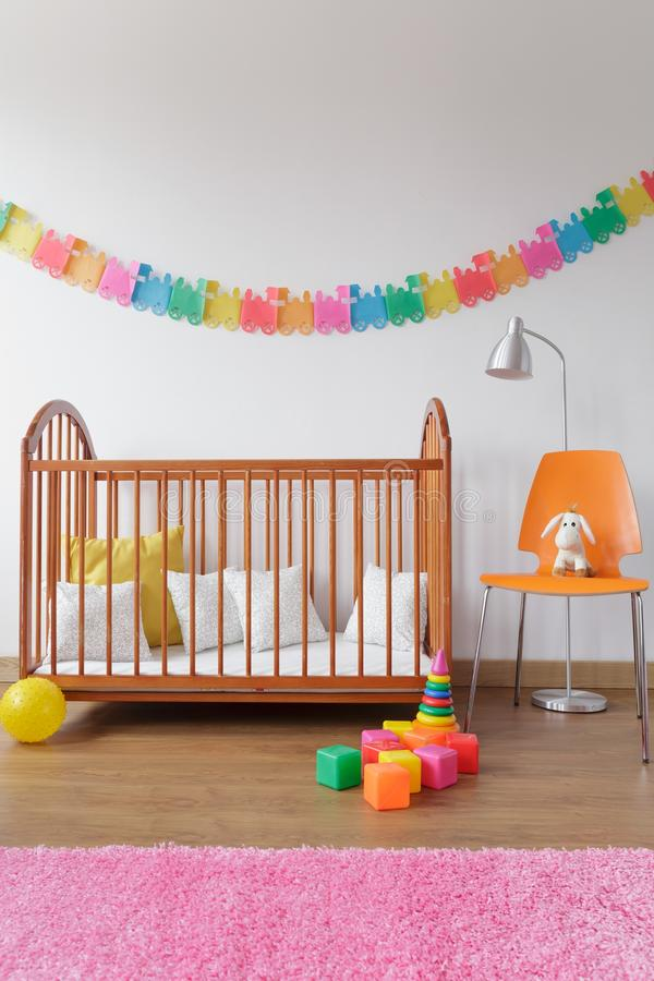 Νεογέννητο εσωτερικό δωματίων σύγχρονου σχεδίου στοκ φωτογραφία