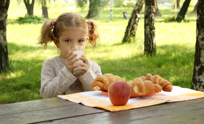 νεολαίες γάλακτος κορ στοκ φωτογραφία με δικαίωμα ελεύθερης χρήσης