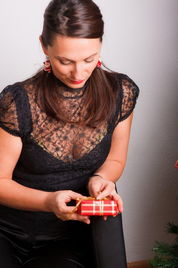νεολαίες γυναικών δώρων στοκ φωτογραφίες με δικαίωμα ελεύθερης χρήσης