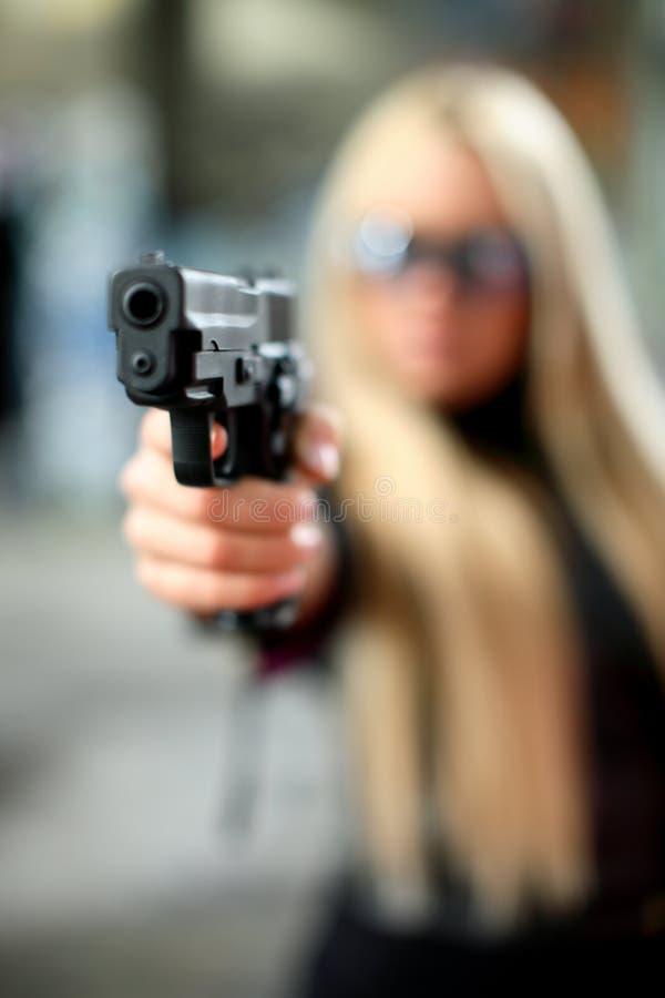νεολαίες γυναικών πιστ&omicr στοκ φωτογραφία με δικαίωμα ελεύθερης χρήσης