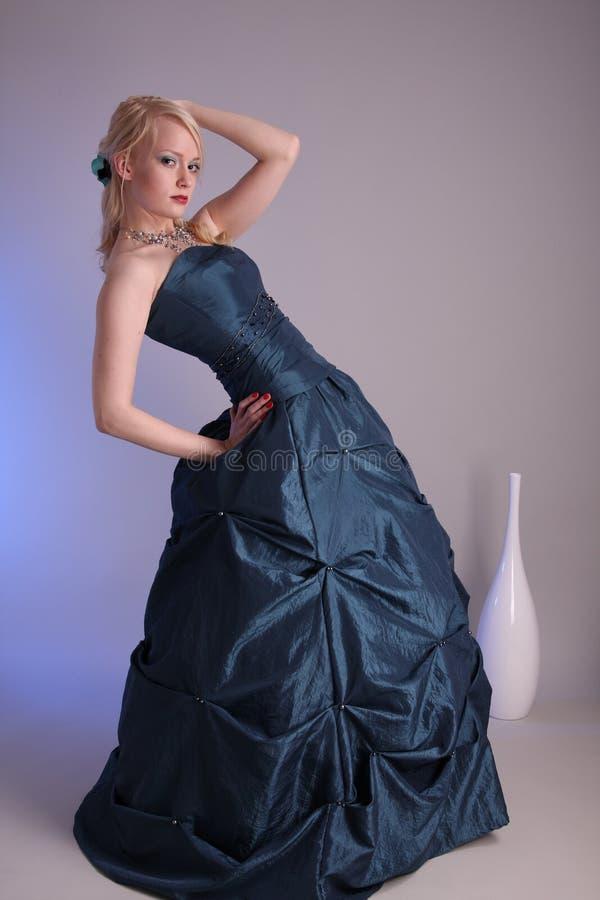 νεολαίες γυναικών φορεμάτων prom στοκ εικόνες