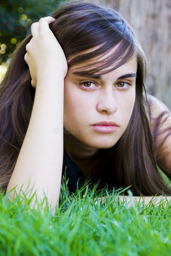 νεολαίες γυναικών χλόης στοκ φωτογραφία με δικαίωμα ελεύθερης χρήσης