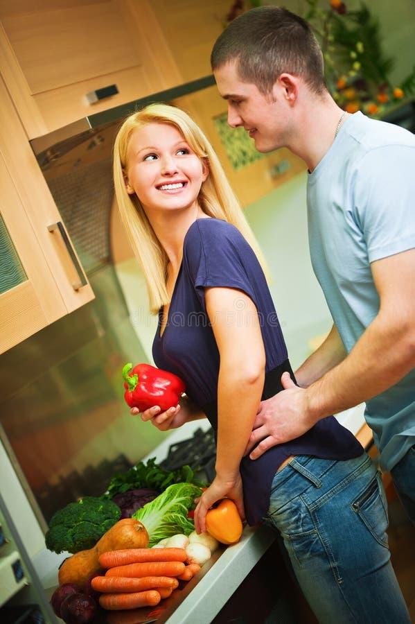 νεολαίες κουζινών ζευ&ga στοκ εικόνες