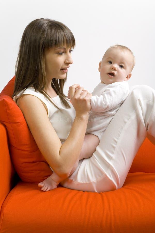 νεολαίες μητέρων μωρών στοκ φωτογραφία με δικαίωμα ελεύθερης χρήσης