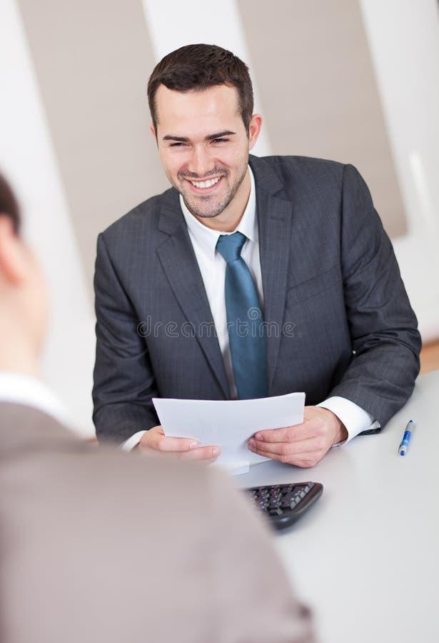 νεολαίες συνέντευξης επιχειρηματιών στοκ φωτογραφία με δικαίωμα ελεύθερης χρήσης