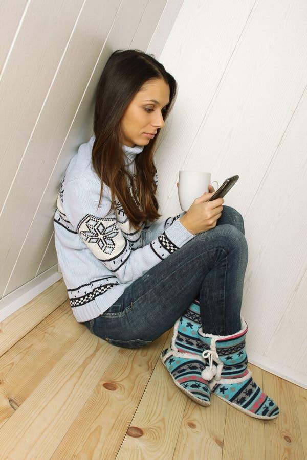 νεολαίες τηλεφωνικών γυναικών στοκ εικόνες με δικαίωμα ελεύθερης χρήσης