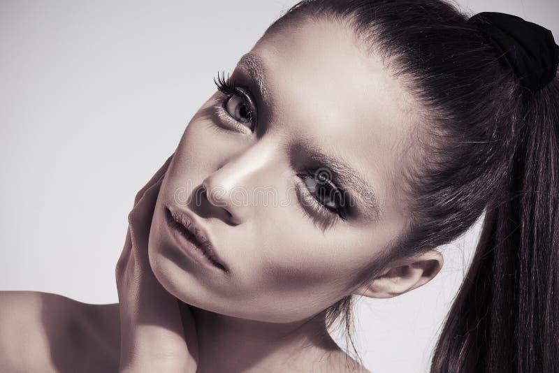 νεολαίες φωτογραφιών μόδας brunette στοκ εικόνες