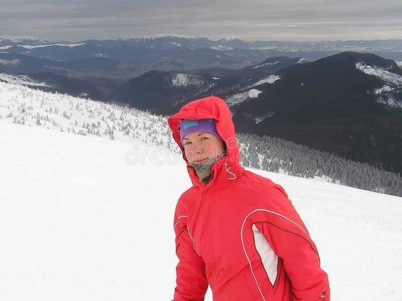 Download νεολαίες χειμερινών γυν στοκ εικόνα. εικόνα από σύννεφο - 17054789