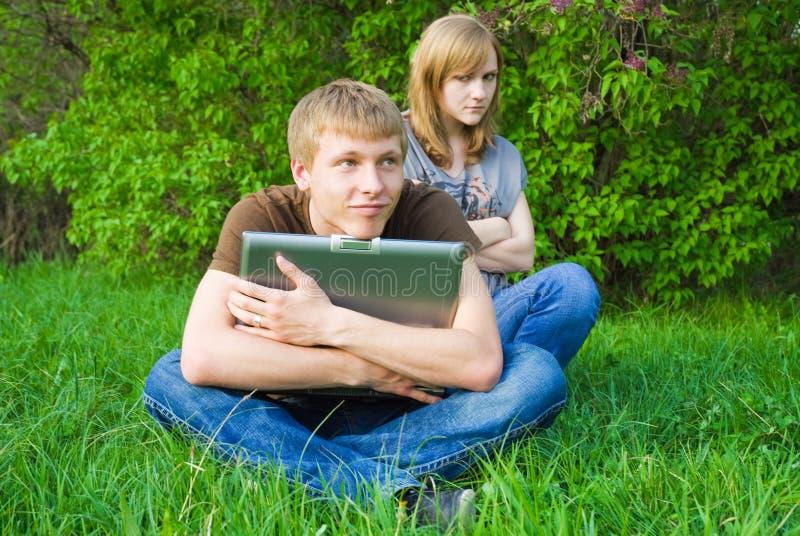 νεολαίες lap-top ζευγών στοκ εικόνα