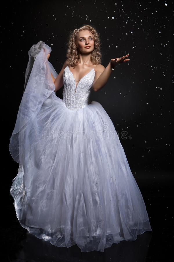 νεολαίες γαμήλιων γυναικών φορεμάτων στοκ φωτογραφία