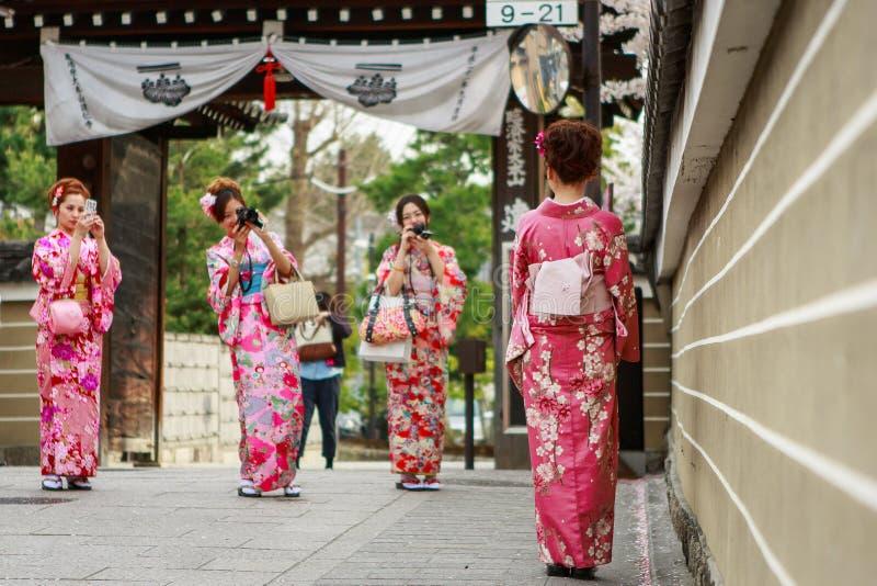 νεολαίες γυναικών κιμο&n στοκ εικόνα