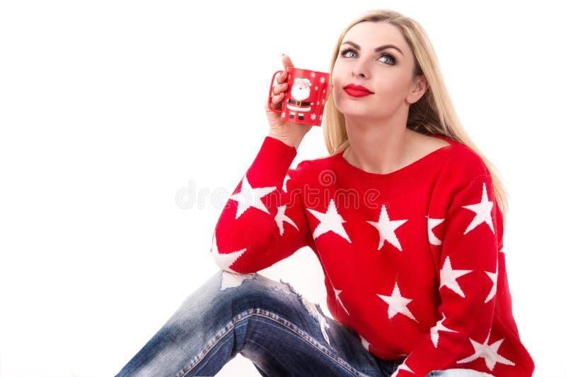 νεολαίες γυναικών τσαγιού φλυτζανιών καφέ Φλυτζάνι με ένα θέμα Χριστουγέννων στοκ φωτογραφία με δικαίωμα ελεύθερης χρήσης