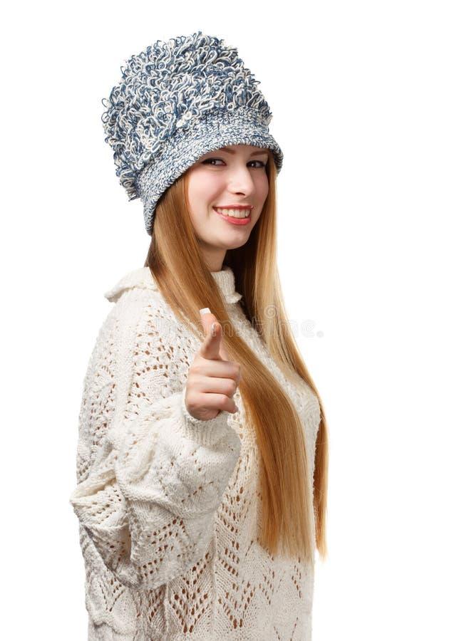 Νεολαίες που χαμογελούν την όμορφη μοντέρνη ξανθή γυναίκα στο λευκό που διαμορφώνεται στοκ φωτογραφία