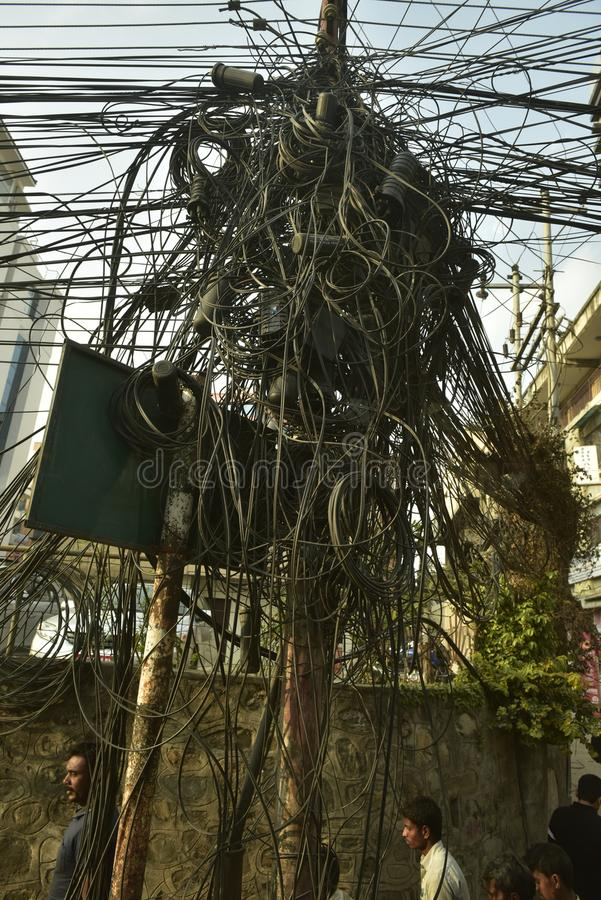 Νεπάλ, μπλεγμένα καλώδια που παρέχει την ηλεκτρική ενέργεια, στοκ φωτογραφία με δικαίωμα ελεύθερης χρήσης