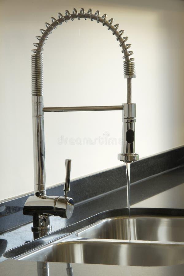 Νεροχύτης κουζινών χρωμίου στοκ φωτογραφίες με δικαίωμα ελεύθερης χρήσης