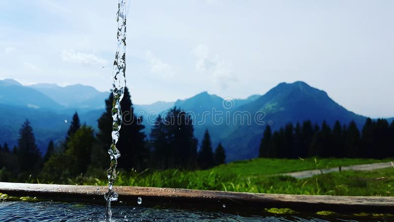 Νερό και τα βουνά στοκ εικόνες