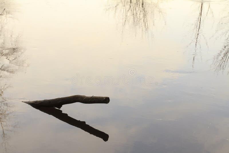 Νερό σύνδεσης ακόμα στοκ φωτογραφία