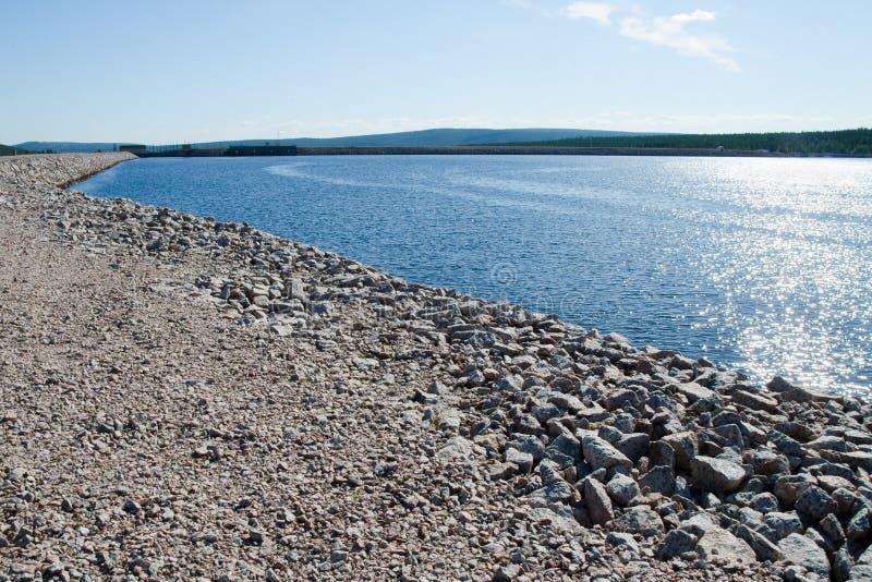 Νερό reservoire - φράγμα των εγκαταστάσεων υδρενέργειας στοκ εικόνα με δικαίωμα ελεύθερης χρήσης