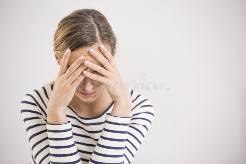 Νευρική διακοπή, απομονωμένη καταθλιπτική γυναίκα στοκ εικόνες