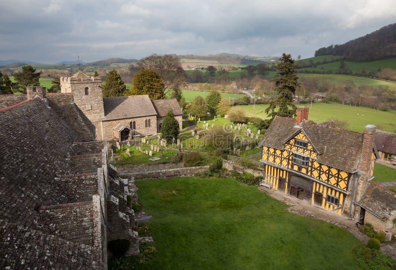 νεφελώδης ημέρα Shropshire κάστρων stokesay στοκ φωτογραφία